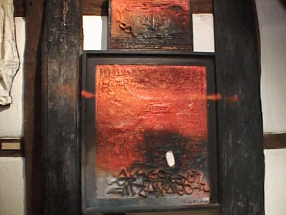 1967 Hommage à Ezra Pound, 1960-1967, œuvre tactiliste sur toile sur 2 registres, encadrée de planches calcinées, 182 x 128 cm, collection Musée Théo Kerg Schriesheim
