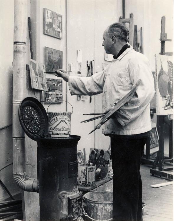 Théo Kerg dans son atelier, 1955