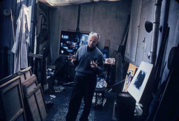 Théo Kerg dans son atelier à Paris