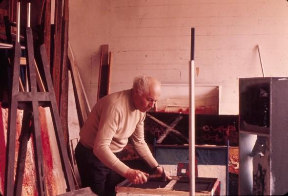 Théo Kerg dans son atelier au 203 rue St. Honorée à Paris