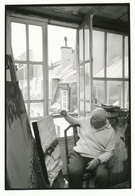 Théo Kerg dans son atelier dans les années 80, photo Osterheld Wolfgang