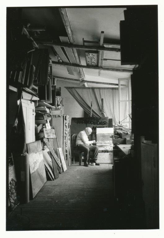 Théo Kerg dans son atelier dnas les annèes 80, photo Osterheld Wolfgang