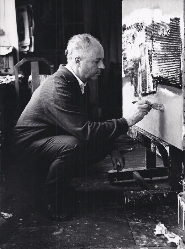 Théo Kerg dans son atelier dans les années 60