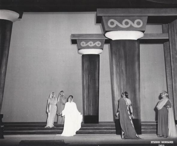 1956 Paris, Comédie francaise, Phèdre de Racine, décors et costumes de Théo Kerg,photo Agence de presse Bernard–Paris