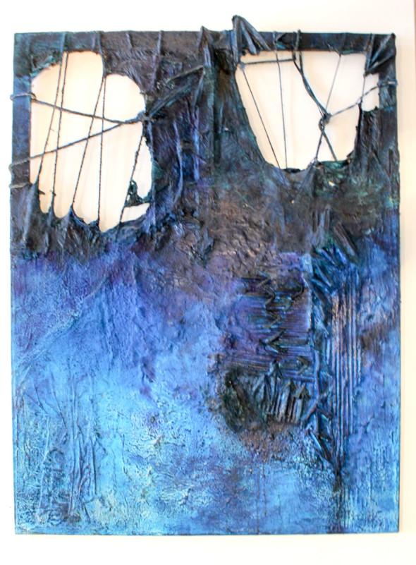 1990 Destruction bleue, œuvre tactiliste sur toile avec tendons (ficelles), 115 x 87cm