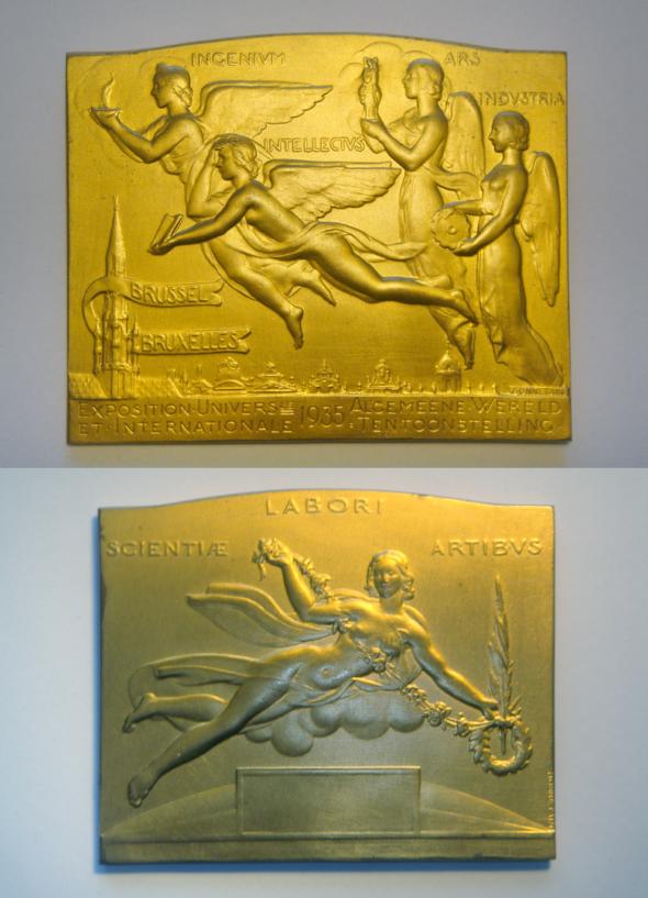1935  Exposition Universelle de Bruxelles, Médaille d'or reçue par Théo Kerg pour ses œuvres abstraites
