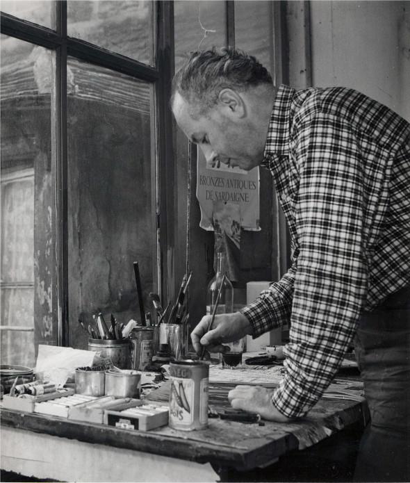 Théo Kerg dans son atelier, 1953, photo Jean Boyé