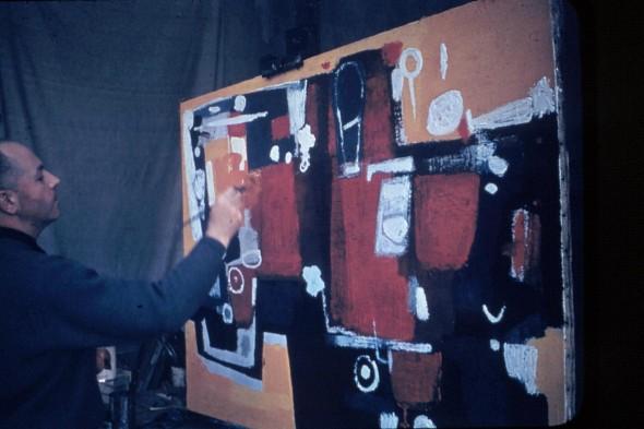 Théo Kerg travaille sur le tableau Marguerite