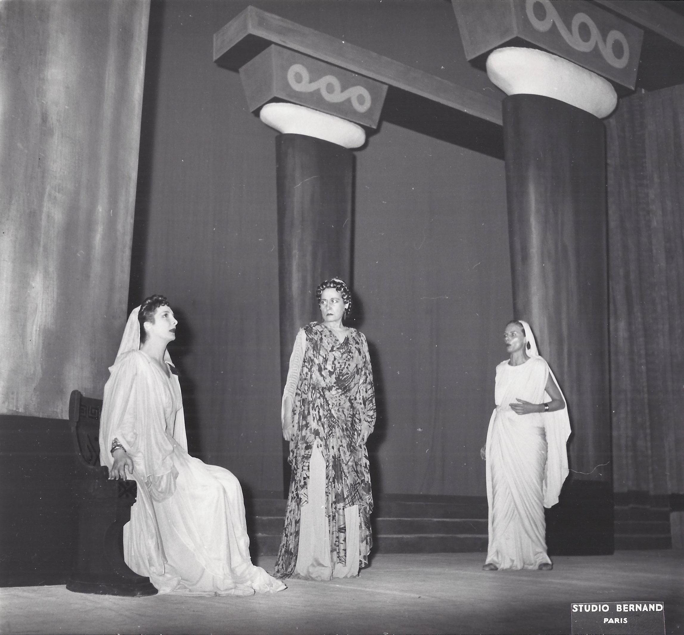 1956 Paris, Comédie francaise, Phèdre de Racine, décors et costumes de Théo Kerg, photo Agence de presse Bernard – Paris