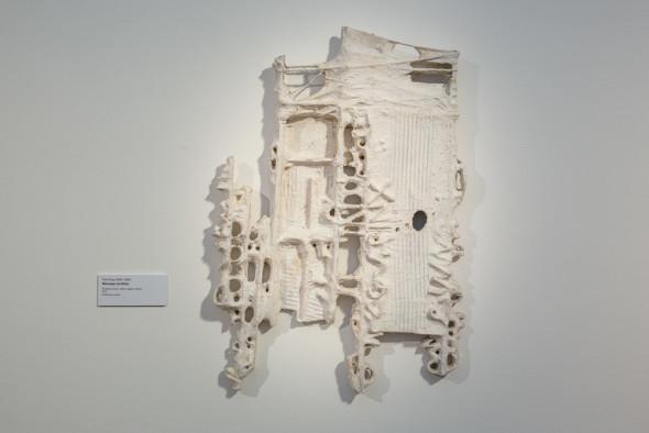 21 –Message tactiliste, sculpture, bois, carton, papier mâché (1977)